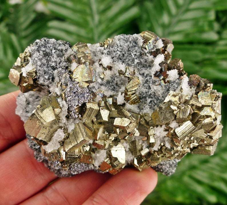 pyrite_stone_to_attract_money